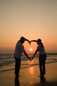 couple making heart shape(1)